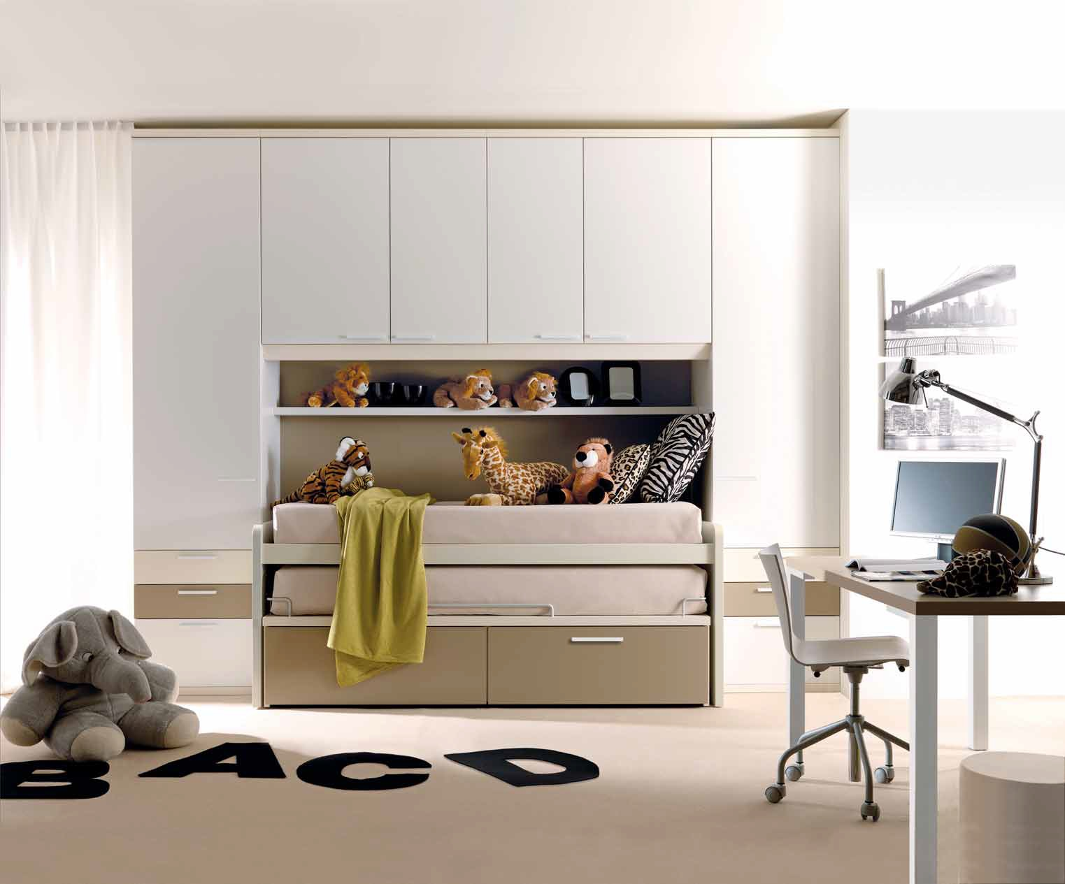 Ikea interni cabine armadio for Misure scrivania
